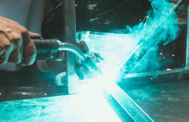 WHICH WELDER IS THE BEST FOR BEGINNERS background